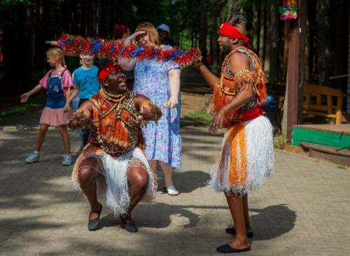 Африканское барабанное шоу-группа Килиманджаро